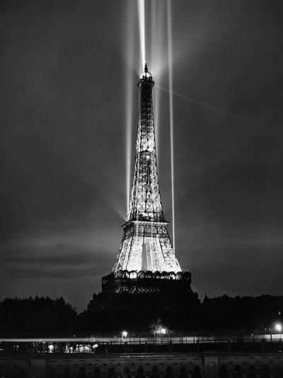 World Fair in Paris, 1937 : Illumination of the Eiffel Tower by Night--Photo