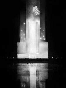 World Fair in Paris, 1937 : the Pavilion of USA by Night