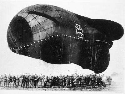World War I: Airship--Photographic Print