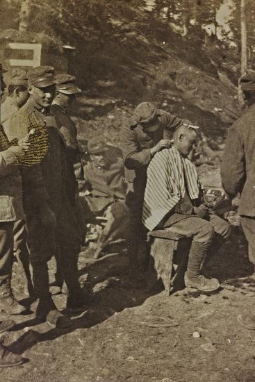 World War I: Italian Soldiers During the Shaving of the Hair--Photographic Print