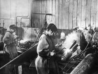 World War I: Women Workers--Photographic Print