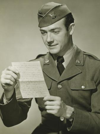 https://imgc.artprintimages.com/img/print/world-war-ii-army-solider-reading-letter-in-studio-portrait_u-l-q10bpsc0.jpg?p=0