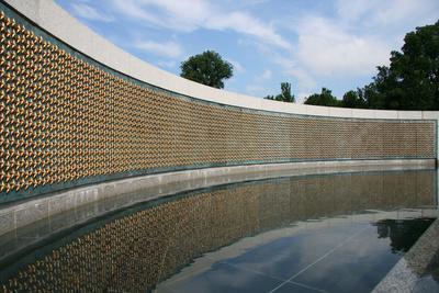 https://imgc.artprintimages.com/img/print/world-war-ii-memorial-washington-dc_u-l-q105kuw0.jpg?p=0