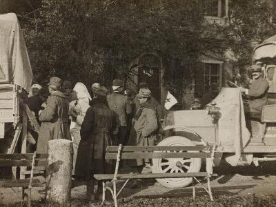 WWI: Arrival of the Wounded at Villa Brazzà--Photographic Print