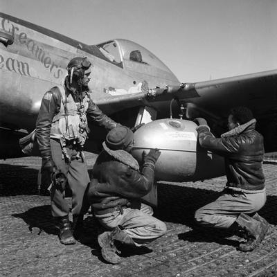 https://imgc.artprintimages.com/img/print/wwii-tuskegee-airmen-1945_u-l-pgo3yn0.jpg?artPerspective=n
