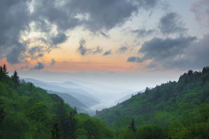Smoky Mountains in May by www.igorlaptev.com