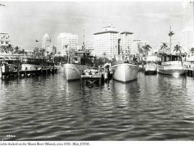 https://imgc.artprintimages.com/img/print/yachts-docked-on-the-miami-river-c-1930_u-l-prnhj90.jpg?p=0
