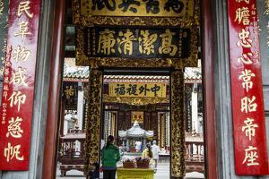 Nghia an Hoi Quan Pagoda in Cholon (Chinatown), Ho Chi Minh City (Saigon), Vietnam, Indochina by Yadid Levy