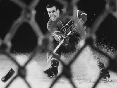 Hockey: Montreal Canadians Bernard Boom Boom Geoffrion Alone, Shooting