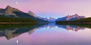Maligne Lake by Yan Zhang