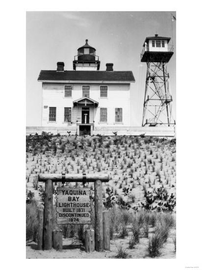 Yaquina Bay Lighthouse Photograph - Yaquina, OR-Lantern Press-Art Print