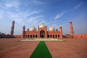 Badshahi Masjid, Lahore, Pakistan by Yasir Nisar