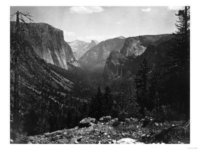 Yosemite National Park, Yosemite Valley Entrance Photograph - Yosemite, CA-Lantern Press-Art Print