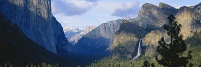Yosemite Valley and Bridal Veil Falls, Yosemite National Park, California, USA-Paul Souders-Photographic Print