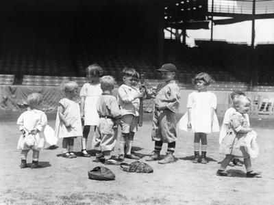 https://imgc.artprintimages.com/img/print/young-boys-and-girls-on-the-baseball-field-photograph_u-l-q1go35z0.jpg?p=0