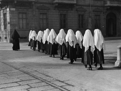 Young Nuns on Way to Mass-Alfred Eisenstaedt-Photographic Print