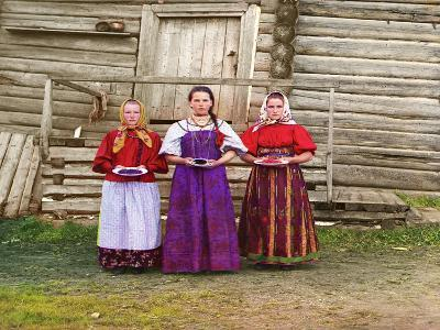 Young Russian Peasant Women, Sheksna River, Near the Small Town of Kirillov, Russia, 1909-Sergey Mikhaylovich Prokudin-Gorsky-Giclee Print