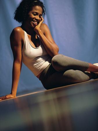 https://imgc.artprintimages.com/img/print/young-woman-sitting-on-the-floor-smiling_u-l-q10saud0.jpg?p=0
