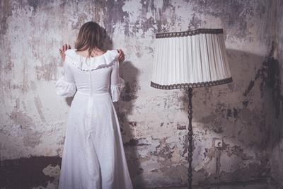 https://imgc.artprintimages.com/img/print/young-woman-wearing-white-dress_u-l-pz0s6x0.jpg?p=0