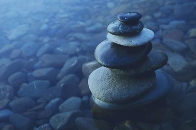 https://imgc.artprintimages.com/img/print/zen-balance-rocks-pebbles-covered-water-concept_u-l-q1gwzzt0.jpg?p=0